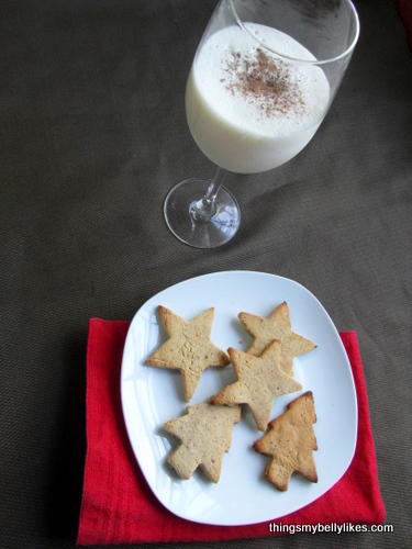 I like to serve my 'nog with Christmas cookies (the recipe for those will be up next week)